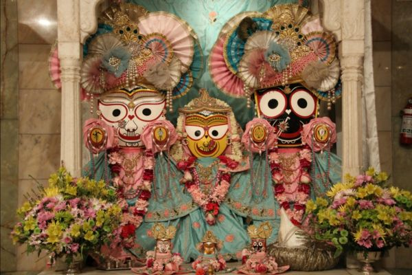 Difference between Jagannatha and Krishna murtis