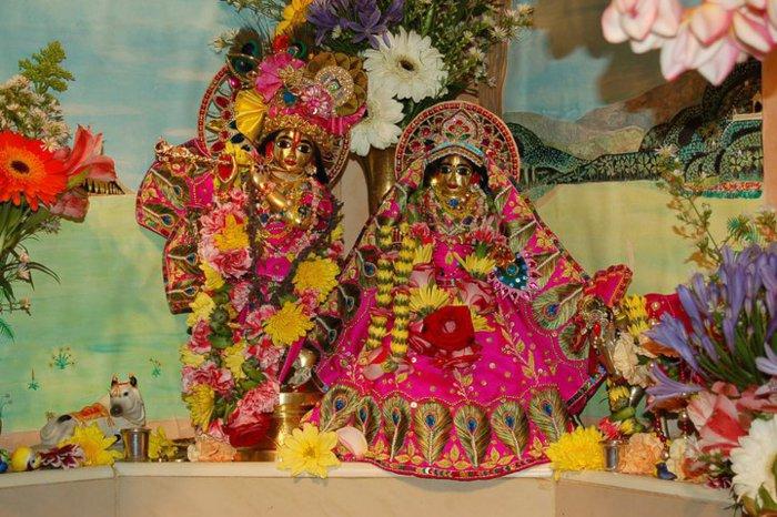 Sri Sri Radha Giridhari