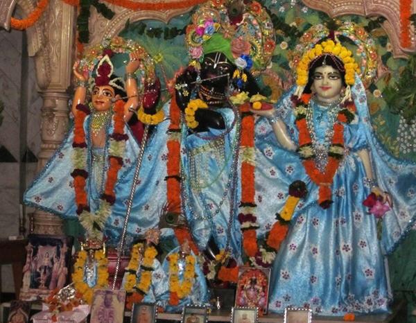 Sri Sri Radha Giridhari And Mahaprabhu