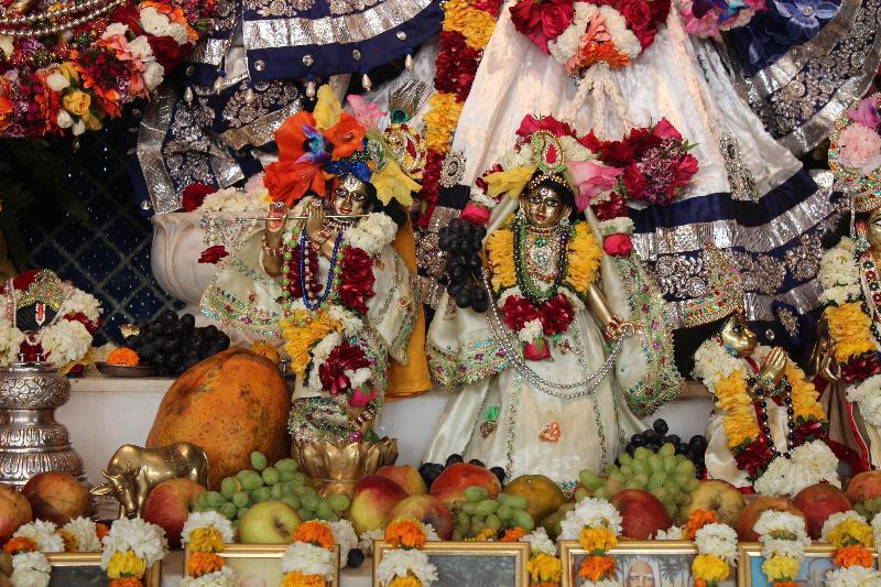 Sri Sri Radha Madhava Small