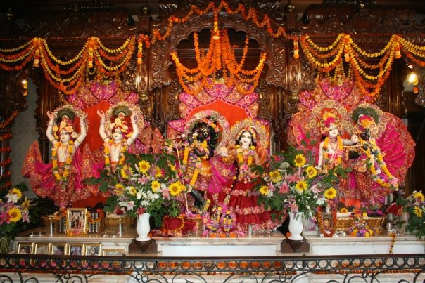 ISkCONLa Nouvelle Mayapura Main Altar
