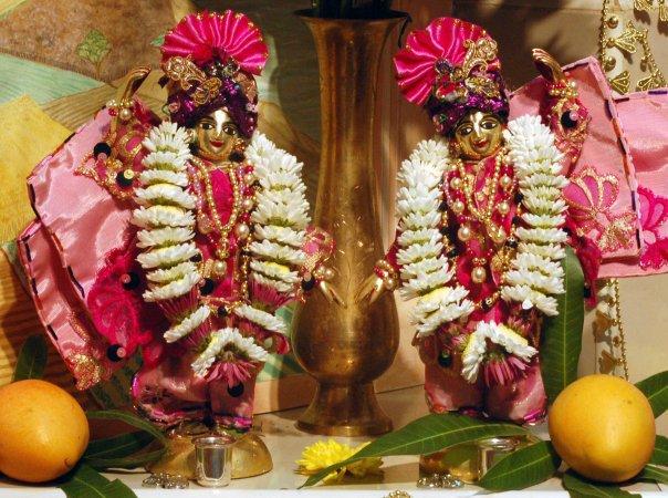 Sri Sri Parama Karuna Gaura Nitay
